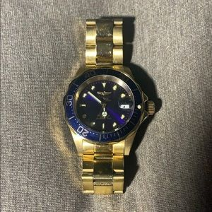 Almost new invicta watch !!Blue face gold band😍